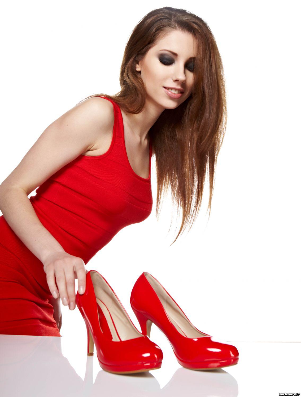 Фото девушка в красных туфлях 21 фотография