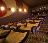 Кинотеатр по домашнему с подушками и мягкими креслами