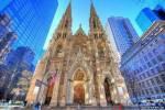 Среди сотен небоскрёбов в центре Нью-Йорка можно обнаружить и Собор Святого Патрика.