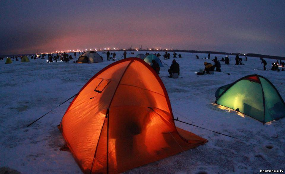 ночная рыбалка в палатке